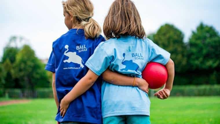 Szkolna wyprawka – jak przygotować dziecko do zajęć sportowych?