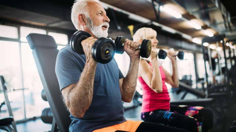 Trening siłowy dla seniora – jak dobrać odpowiedni sprzęt?