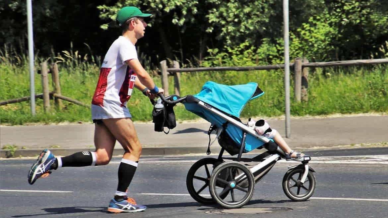Bieganie z wózkiem – nowy trend wśród aktywnych rodziców