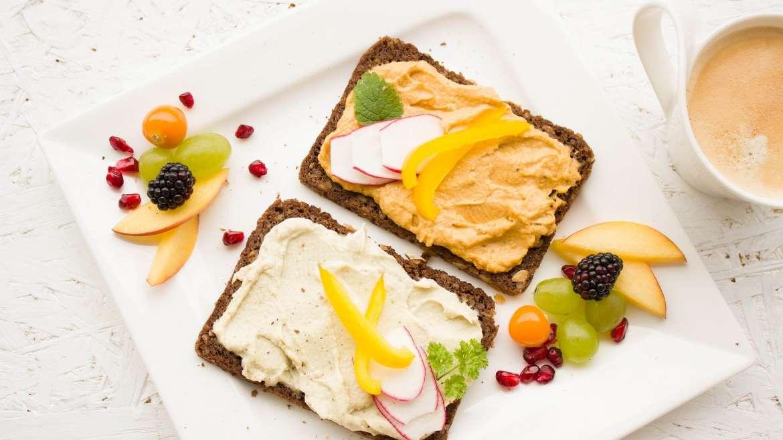 Z czego powinno się składać zdrowe śniadanie dla całej rodziny?