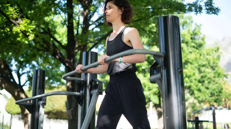 Zajęcia pod chmurką i plenerowe siłownie sposobem na aktywny relaks