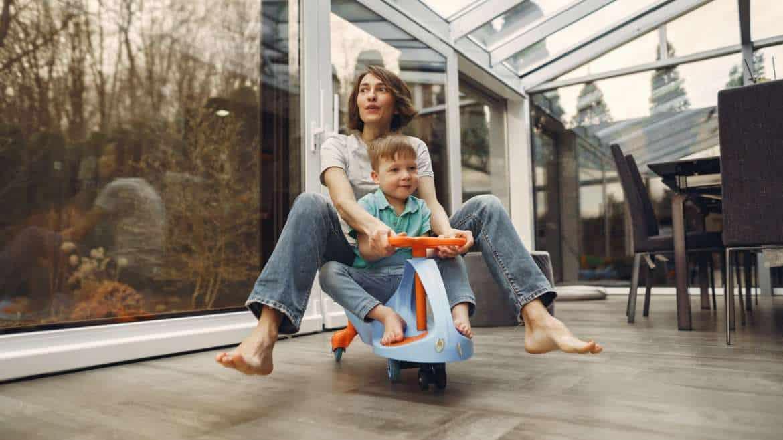 Odklej dziecko od kanapy! Domowe zabawy ruchowe dla całej rodziny