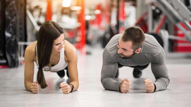 Trening dla rodziców, czyli jak ćwiczyć wspólnie na siłowni lub w domu