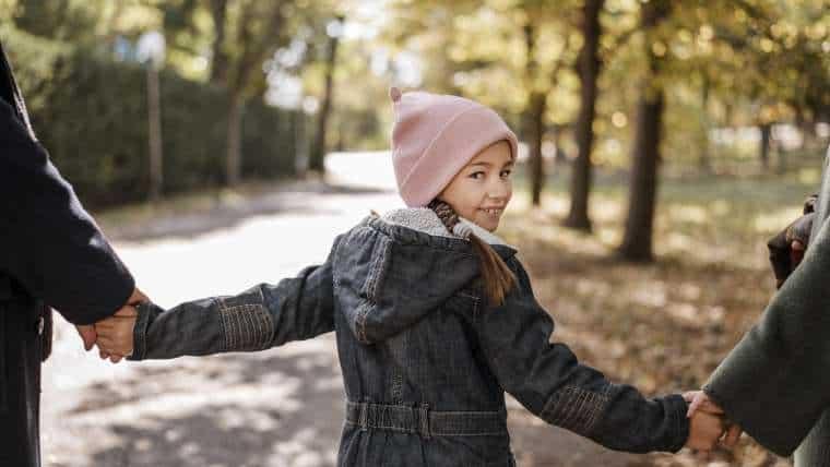 Zakaz wychodzenia dzieci z domu bez opieki zostanie cofnięty? Fundacja Dajemy Dzieciom Siłę wkracza do akcji!