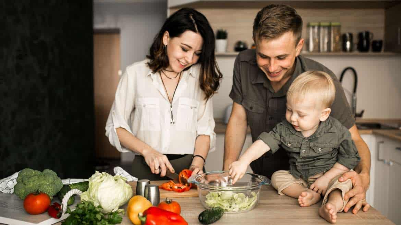 Prawidłowe nawyki żywieniowe kluczem do sukcesu. Jak zadbać o zdrowie wszystkich członków rodziny?
