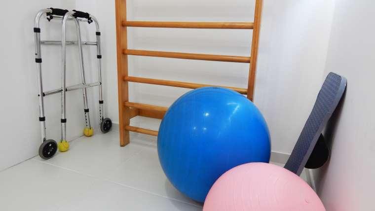 Wielofunkcyjna drabinka gimnastyczna – uniwersalny sprzęt do ćwiczeń dla całej rodziny