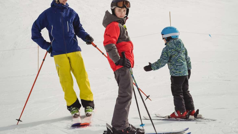 Na co zwracać uwagę przy wyborze sprzętu narciarskiego dla dziecka?