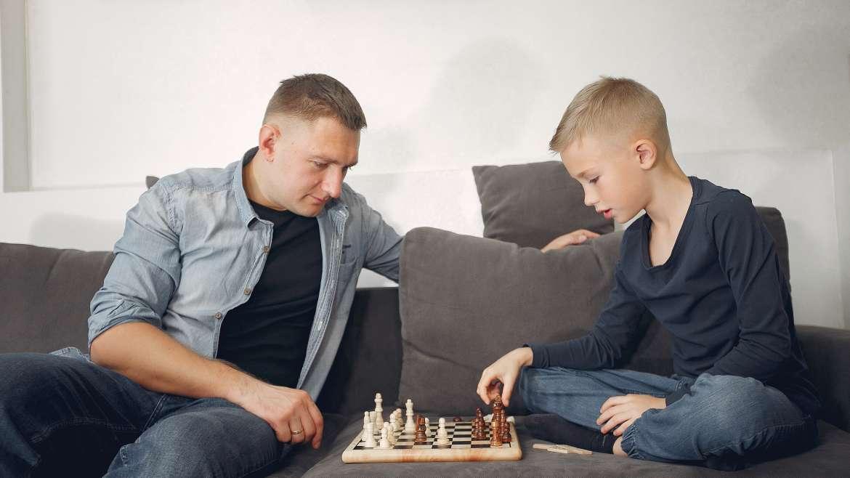 Szachy dla najmłodszych! Dlaczego dzieci powinny zasmakować królewskiej gry?
