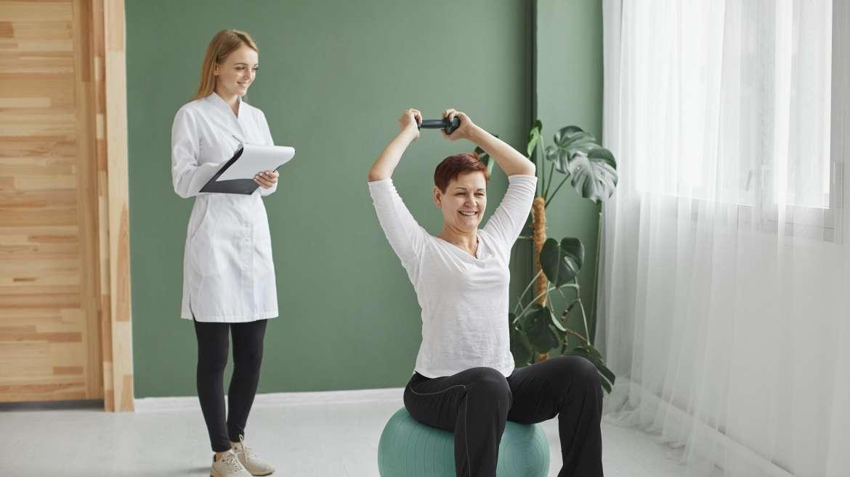 Trening fizyczny w rehabilitacji kardiologicznej, czyli jak wzmocnić serce za pomocą ćwiczeń