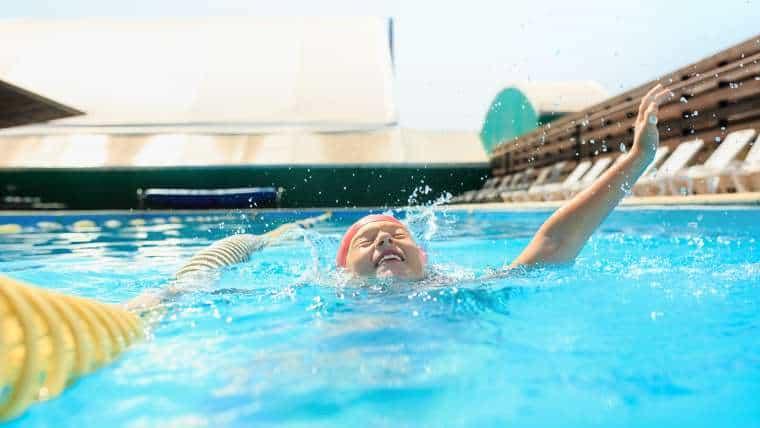 """Program """"Umiem Pływać"""", czyli darmowa nauka pływania dla dzieci pod okiem instruktorów"""