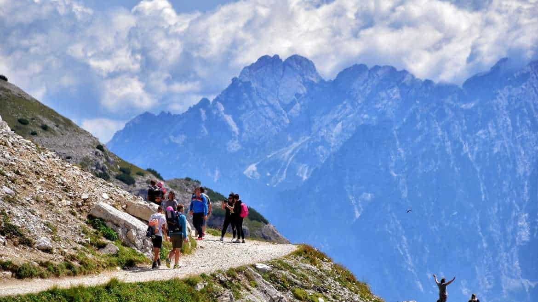 Lato na górskim szlaku – co zabrać?
