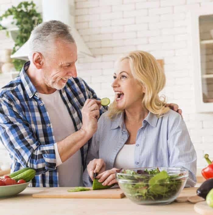 Zbilansowana dieta aktywnego seniora – zasady, o których warto pamiętać