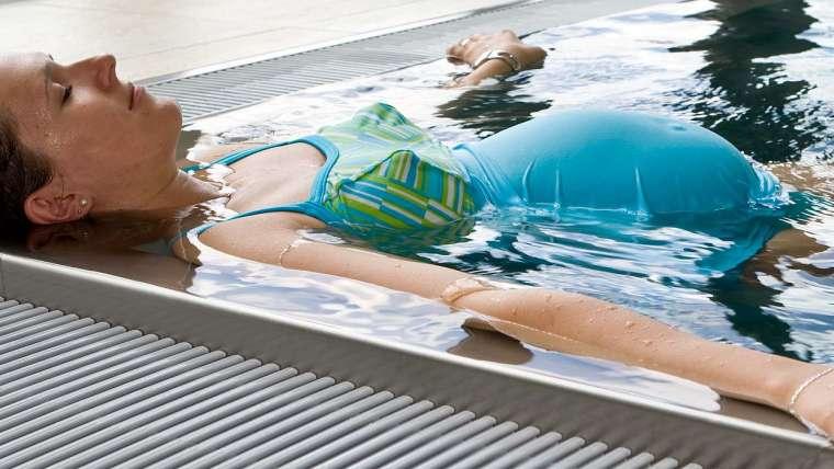"""""""Aqua Mama"""" – jak wyglądają zajęcia na basenie dla ciężarnych?"""