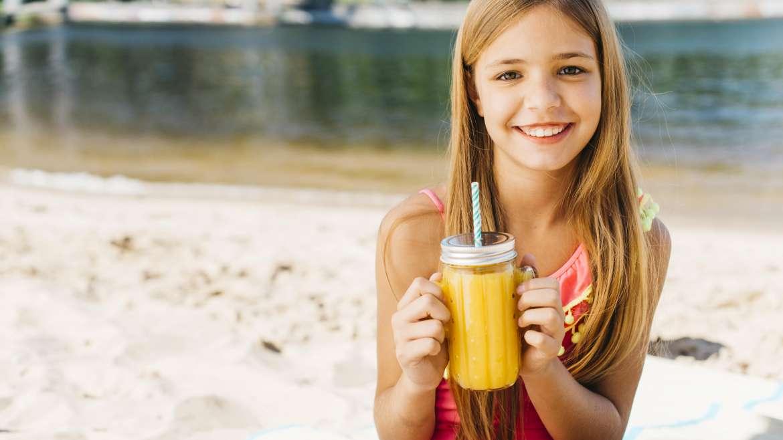 Orzeźwiające napoje domowe na lato dla dzieci i dorosłych