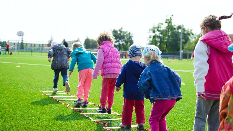 Jakie umiejętności kształtują u dzieci zajęcia lekkoatletyczne?